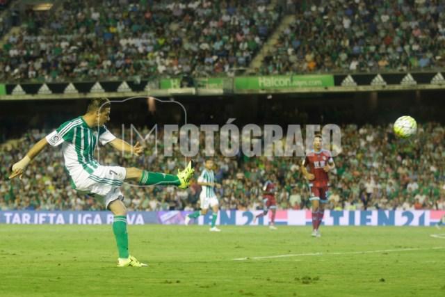 Pase de Joaquín en el gol del Betis.