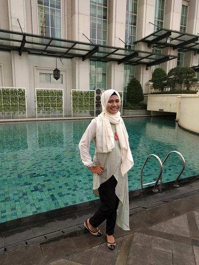 kolam renang bellezza suites hotel