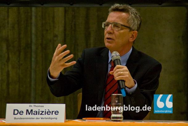 Bundesverteidigungsminister de Maizière sprach in Ladenburg vor über 200 Interessierten.
