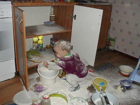 ребенок-беспорядок-Мука-фото-1020788