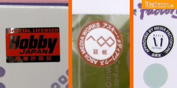 Da sinistra a destra: sticker Hobby Japan, presente su tutti i prodotti concessi su loro autorizzazione, sticker ASCII MediaWorks, realizzato con carta adesiva comune in molte colorazioni, quasi sempre presente; sticker MediaFactory, realizzato con carta adesiva comune, quasi sempre presente