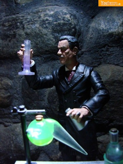 Universal-Monsters-Select-Dr-Jekyll-002
