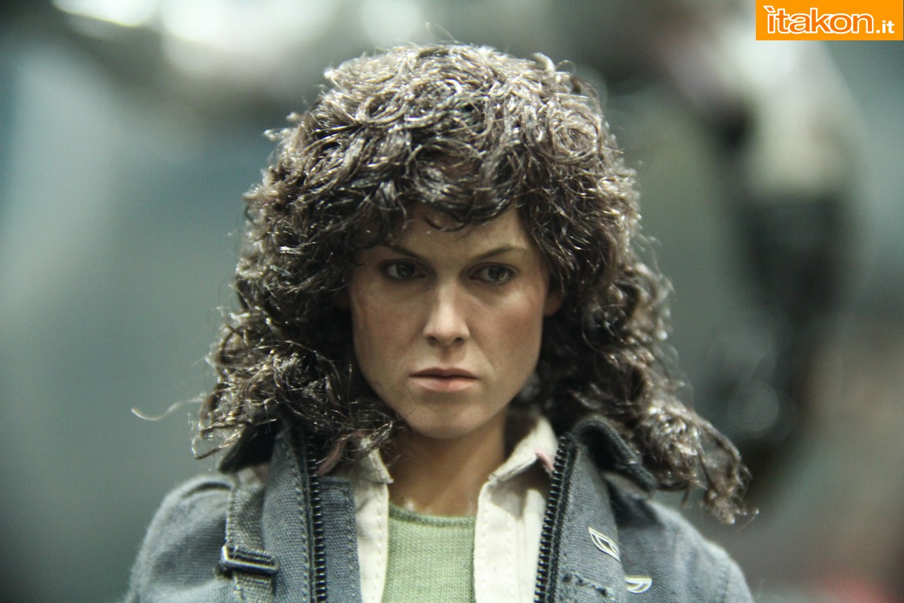 ALIEN - ELLEN RIPLEY (MMS ???) Sdcc2014-hot-toys-booth-41