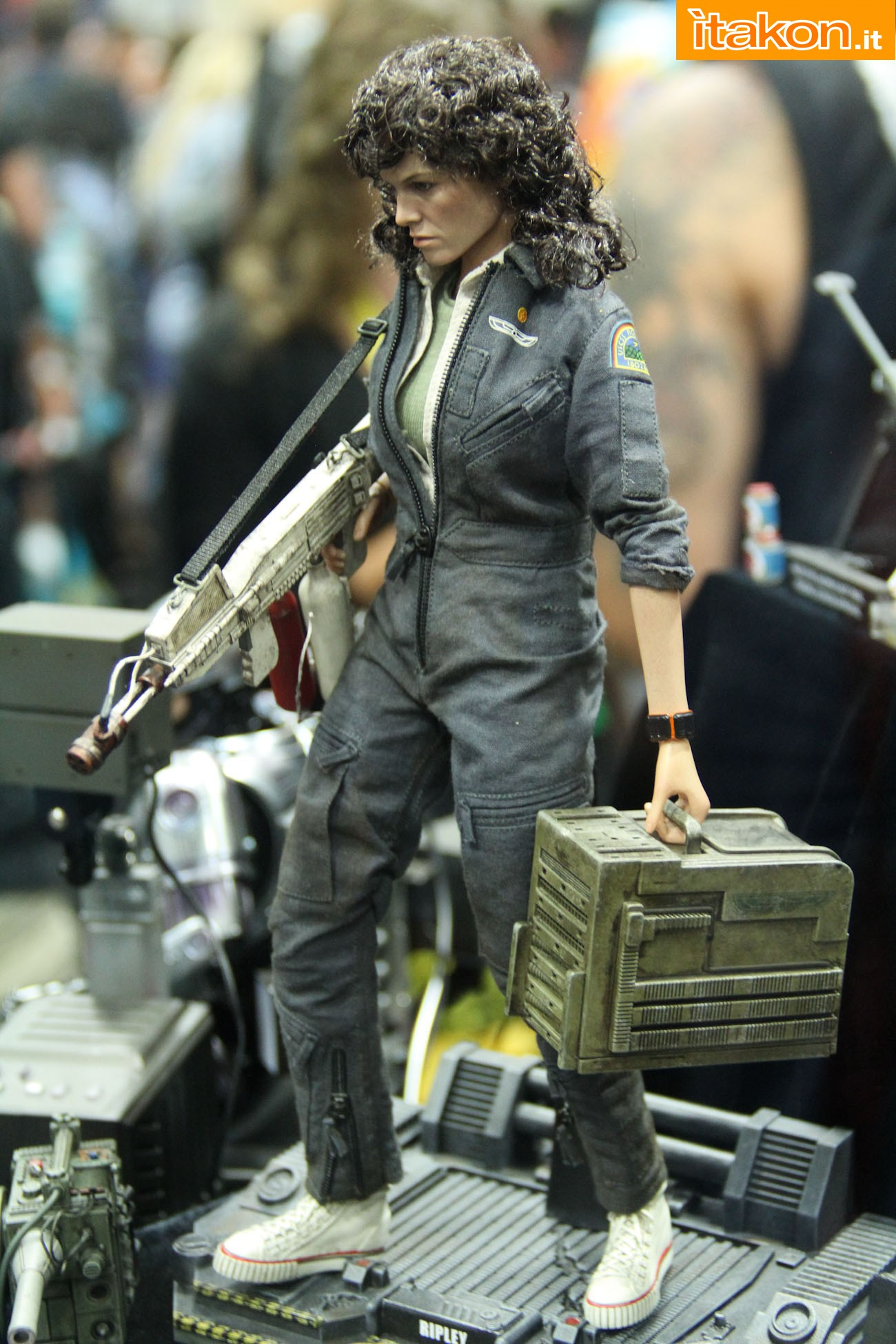 ALIEN - ELLEN RIPLEY (MMS ???) Sdcc2014-hot-toys-booth-42