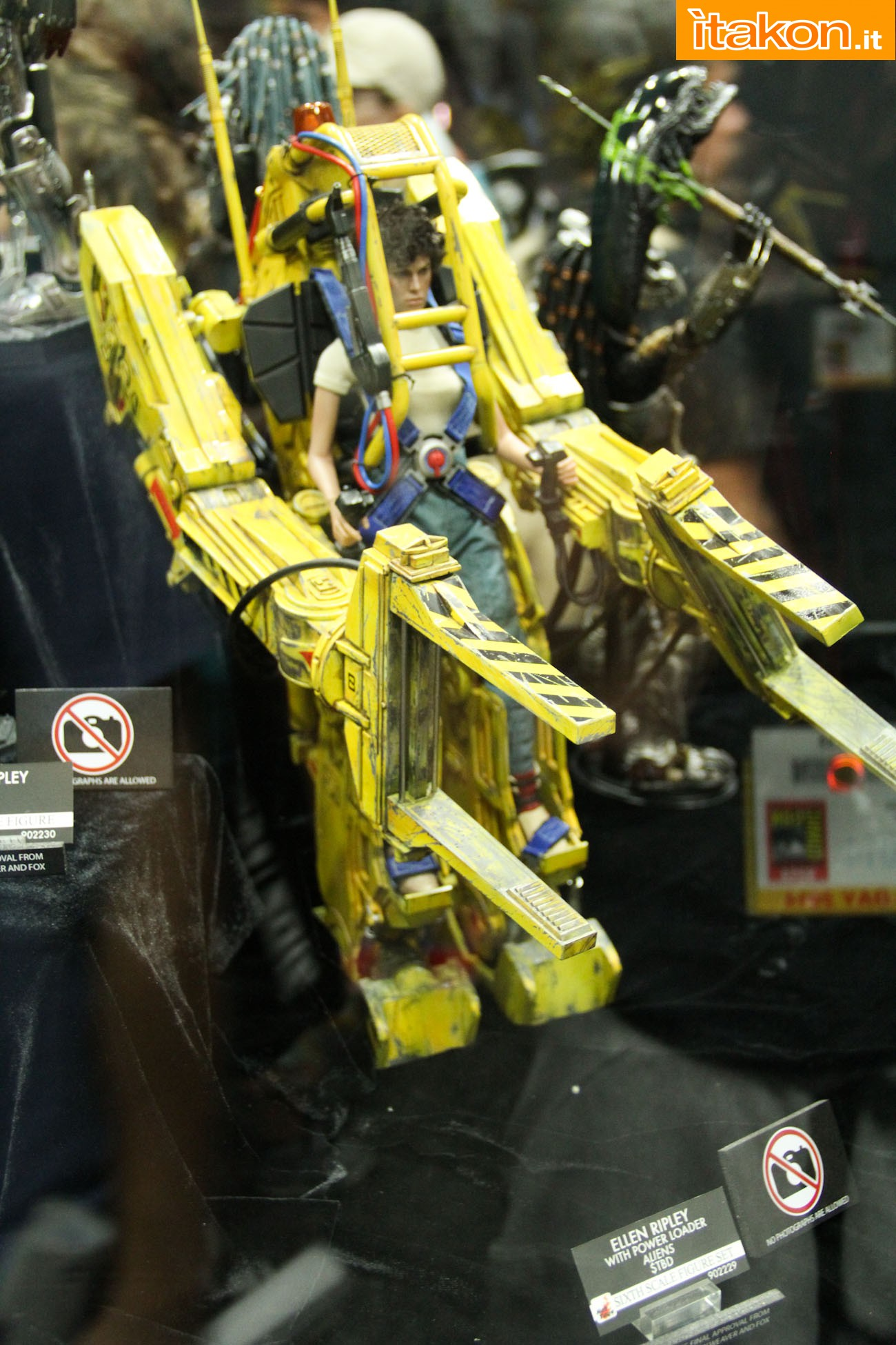 ALIENS - POWER LOADER ELLEN RIPLEY (MMS ???) Sdcc2014-hot-toys-booth-43