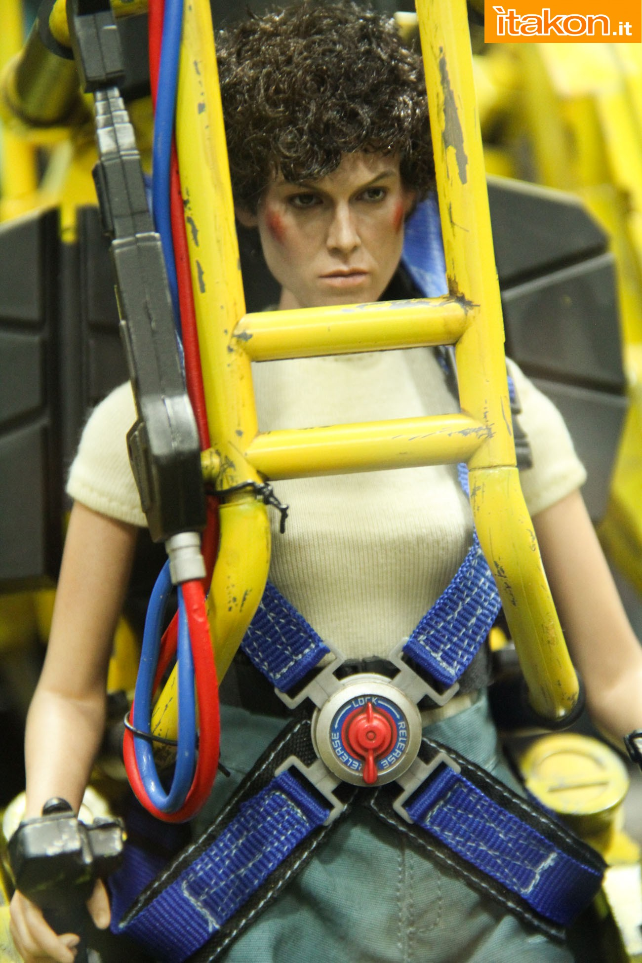 ALIENS - POWER LOADER ELLEN RIPLEY (MMS ???) Sdcc2014-hot-toys-booth-48