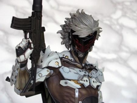 099 Raiden White Armor - MGSV - Gecco recensione