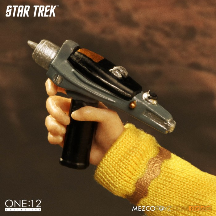Mezco-One12-Star-Trek-Sulu-009