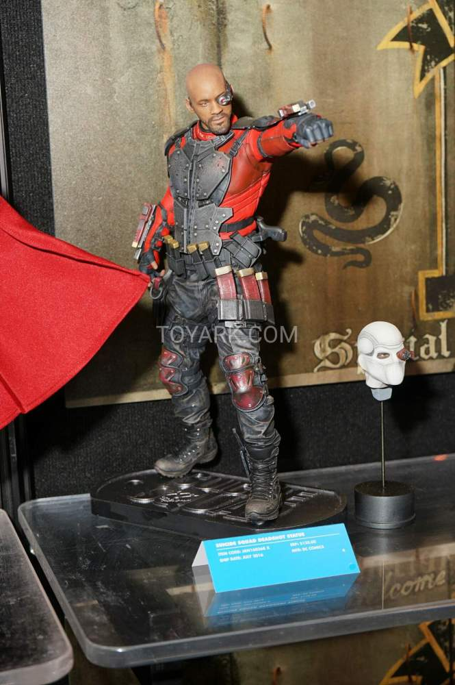 TF-2016-DC-Collectibles-Booth-032