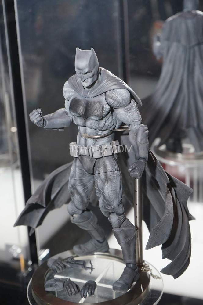 TF-2016-Play-Arts-Kai-DC-009