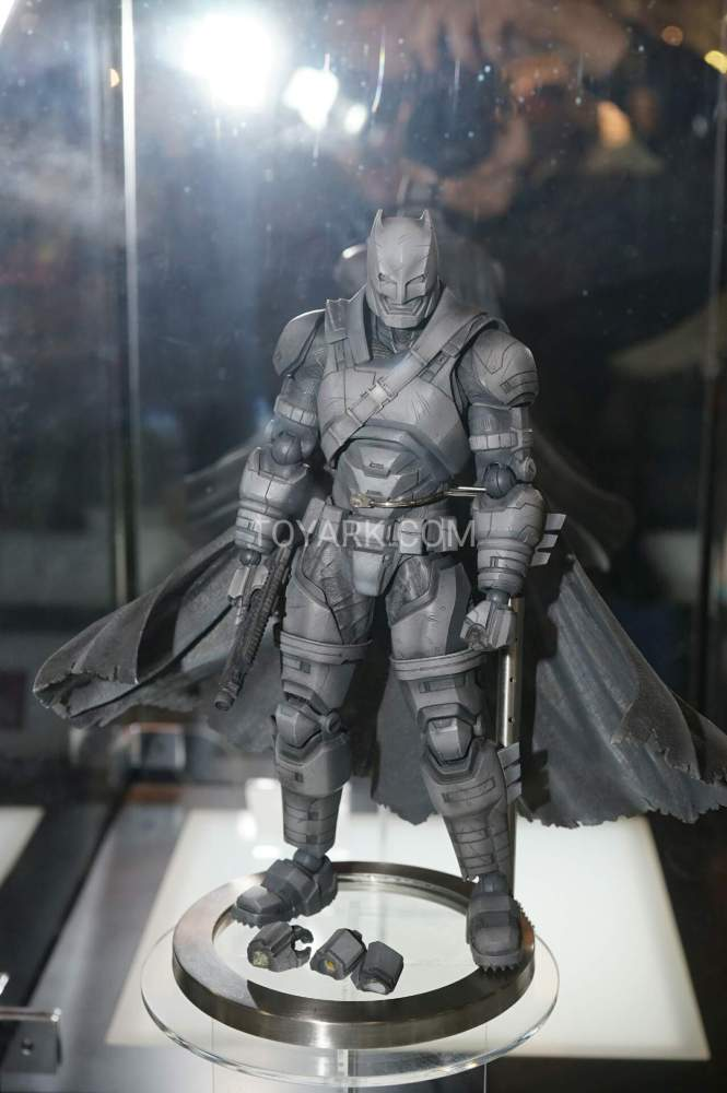 TF-2016-Play-Arts-Kai-DC-017