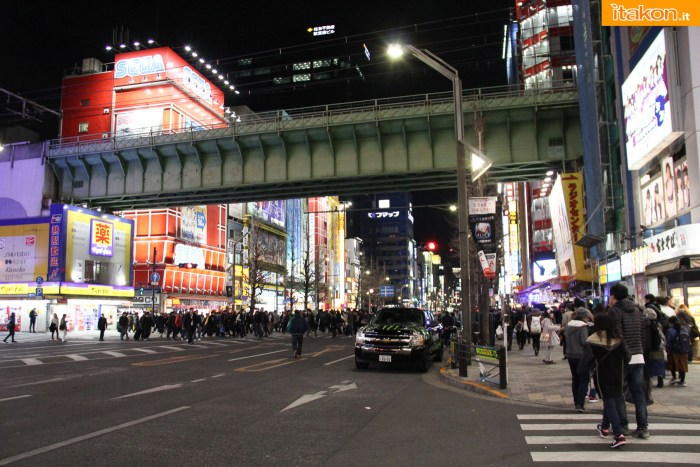 japan-tour-2016-akihabara-19
