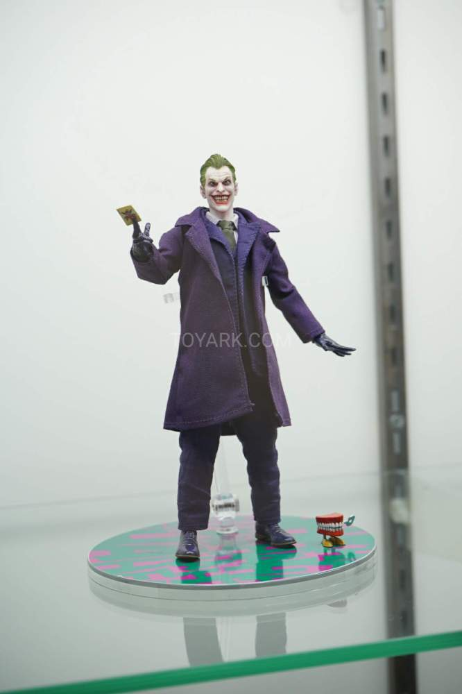 SDCC-2016-Mezco-One12-DC-Comics-005