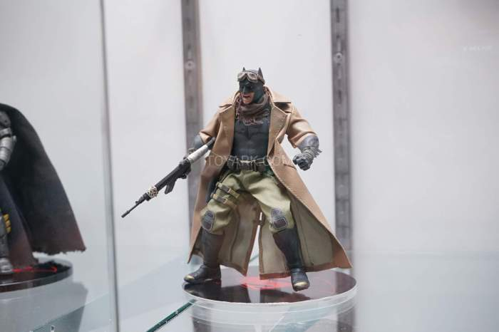 SDCC-2016-Mezco-One12-DC-Comics-030