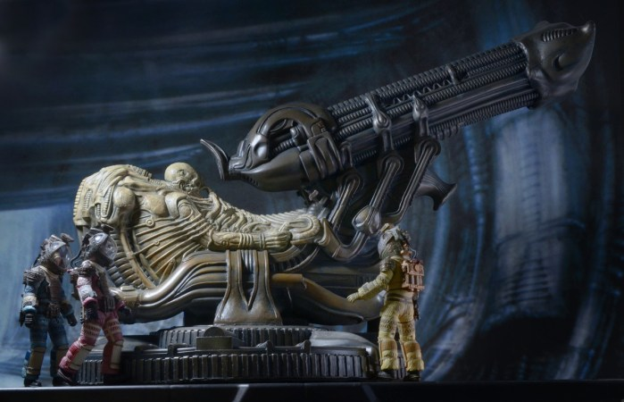 NECA-Alien-Foam-Space-Jockey-011