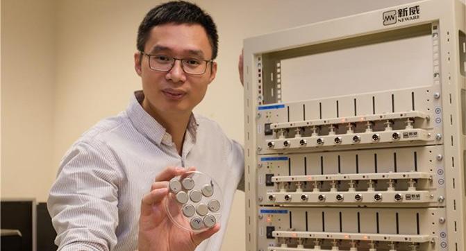 Разработана батарея, способная заряжаться до 70% емкости за 2 минуты и выдерживать 10 тыс циклов зарядки