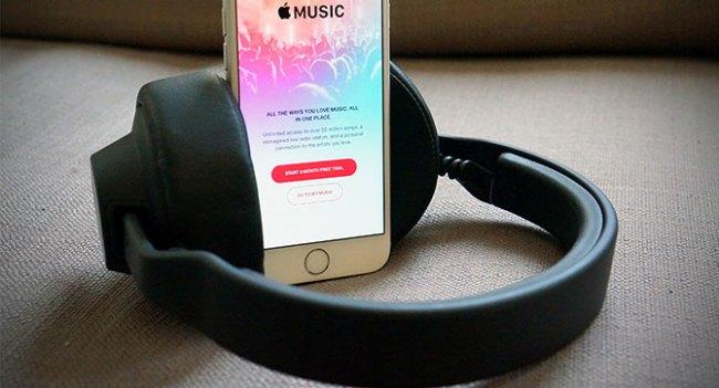 Apple работает над беспроводными наушниками мремиум-класса для iPhone 7