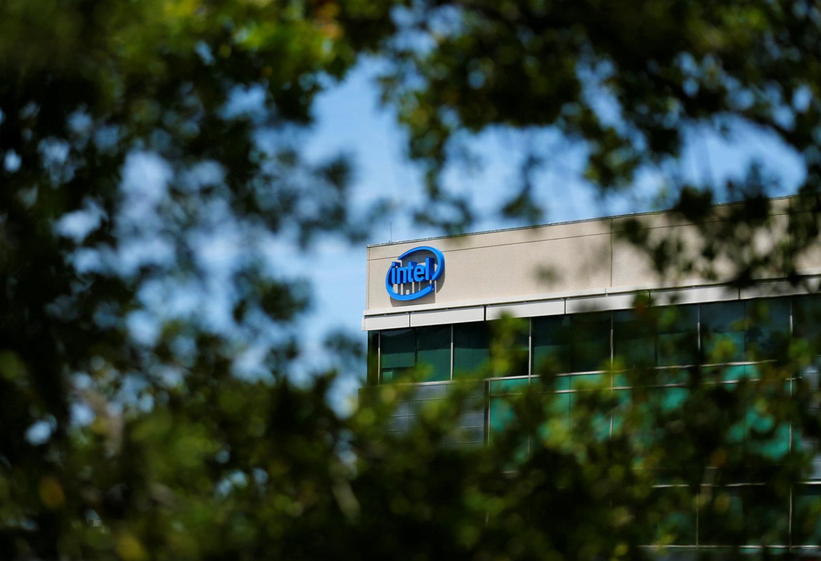 Intel займется производством ARM-процессоров для мобильных устройств