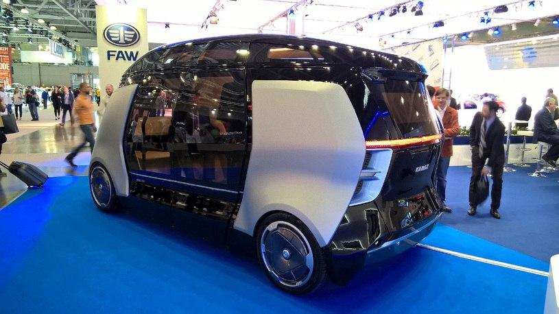 КАМАЗ презентовал беспилотные микроавтобусы Шатл