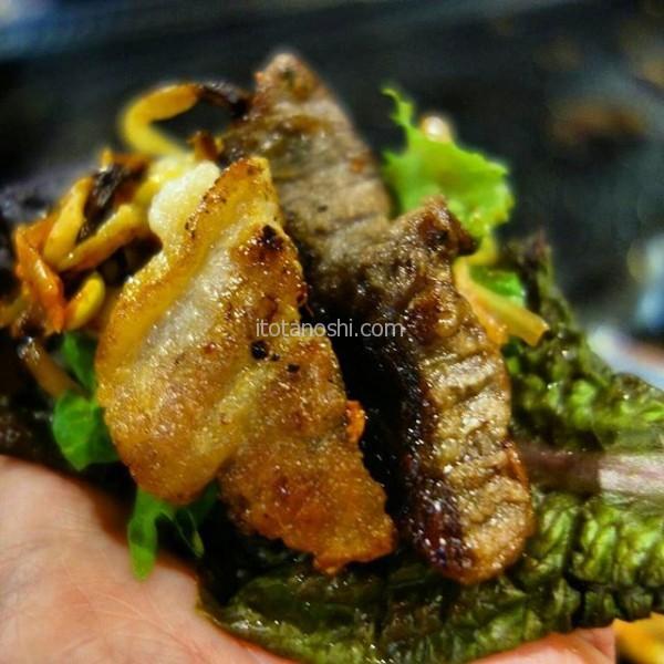 釜山、最後の晩餐は焼き肉。サムギョプサルと牛カルビ、一緒に食べちゃう♪土曜の夜の南浦洞はすごく賑やか。富平市場までの散策が楽しかった。#釜山 #busan #南浦洞 #焼肉 #サムギョプサル #カルビ