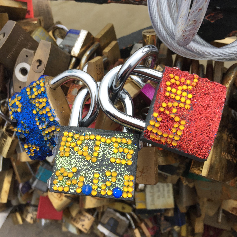 paris locks love bridge