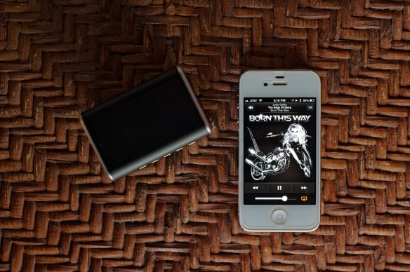 RockDoc-Bluetooth-Speaker-Lady-Gaga-iPhone-4S