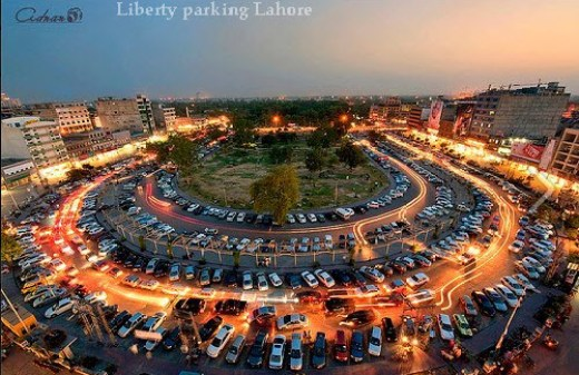 Beautiful-Picture-of-Lahore-Pakistan-Liberty-Market-Lahore-Parking