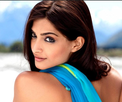 2013 Bollywood Sonam kapoor picture wallpaper