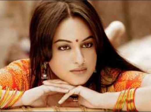 2013-Sonakshi-sinha-Bollywood-face-actress pics