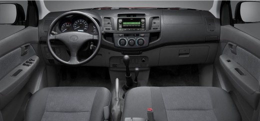 Latest-Toyota-Hilux-2014-Dashboard-interior-color-picture-