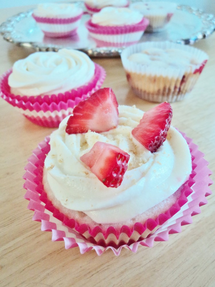 Sliver Platter Strawberry Cheesecake Cupcakes (1/6)