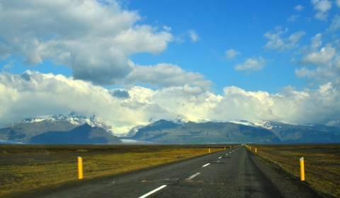 On Route 1 heading east, catching a glimpse of Vatnajökull!