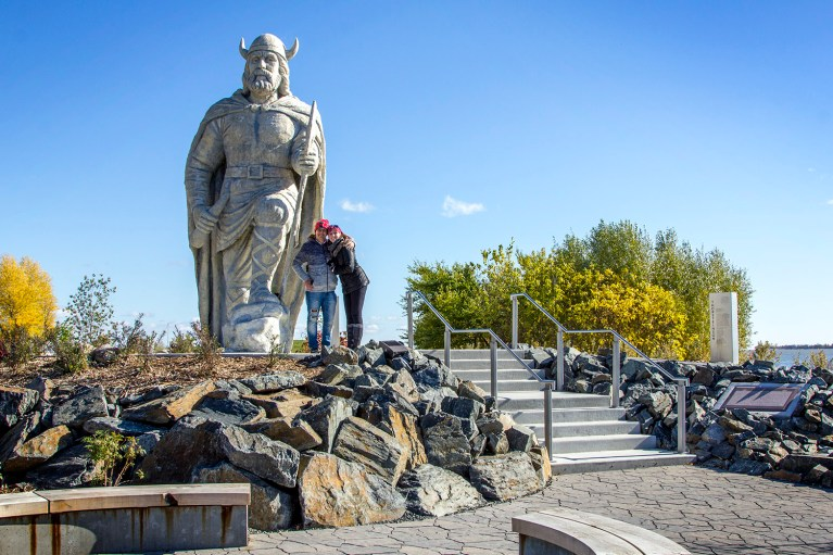 Gimli's Viking Statue, Manitoba Road Trip - 7 Days of Canadian Prairie Adventure :: I've Been Bit A Travel Blog