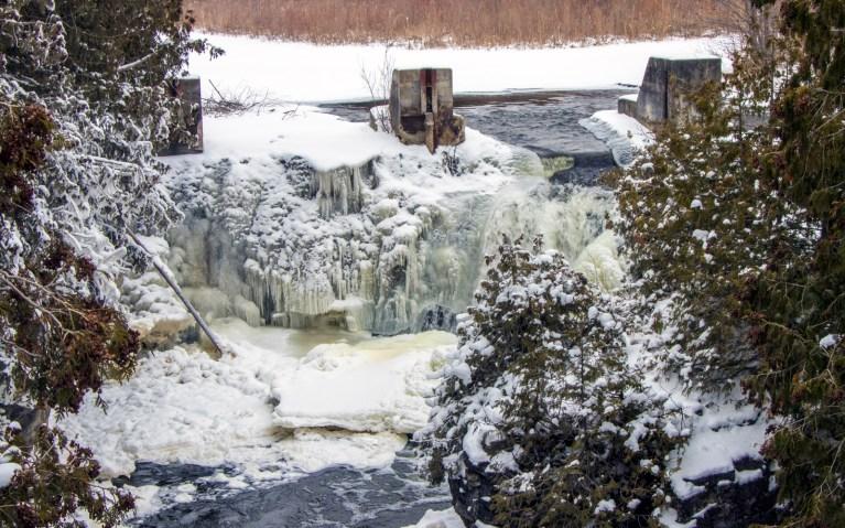 Rockwood Falls in Rockwood Conservation Area :: I've Been Bit! A Travel Blog