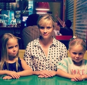 Reese Witherspoon giving her nieces a lesson in facial expression.