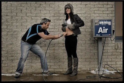 Blow up the pregnant woman! These pregnancy time lapse photos are SO clever.