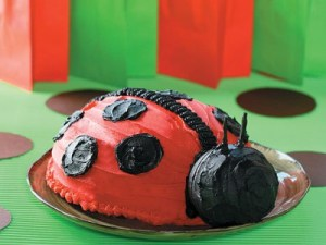 How to make a ladybug cake