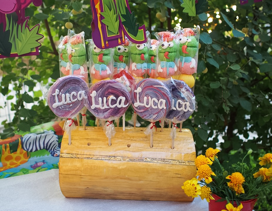 candylicious luca lollipops