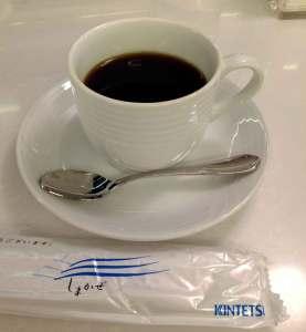 サロンカー カウンターでいただくコーヒー