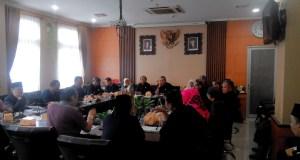 Rapat koordinasi dengan para pemangku kepentingan pendidikan di Komisi D DPRD Kota Bandung, Rabu (7/12). (jabartoday/eddy koesman)