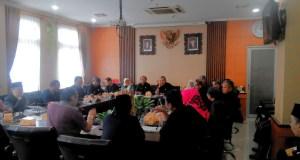 Rapat koordinasi dengan pemangku kepentingan pendidikan di Komisi D DPRD Kota Bandung, Rabu (7/12). (jabartoday/eddy koesman)