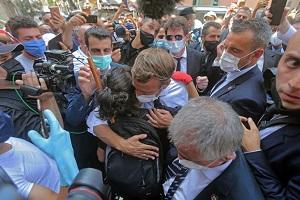 president-Emmanuel-Macron-rencontre-jeunesse-libanaise-laquelle-promis-soutien_0_729_486