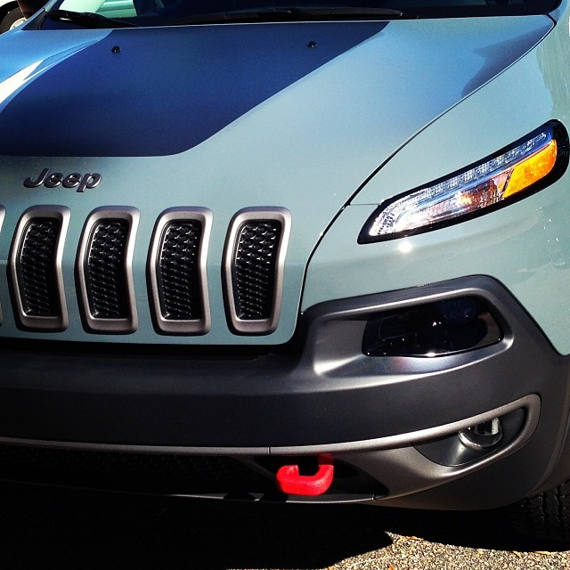I think I'm in love with the @Jeep Cherokee Trailhawk.