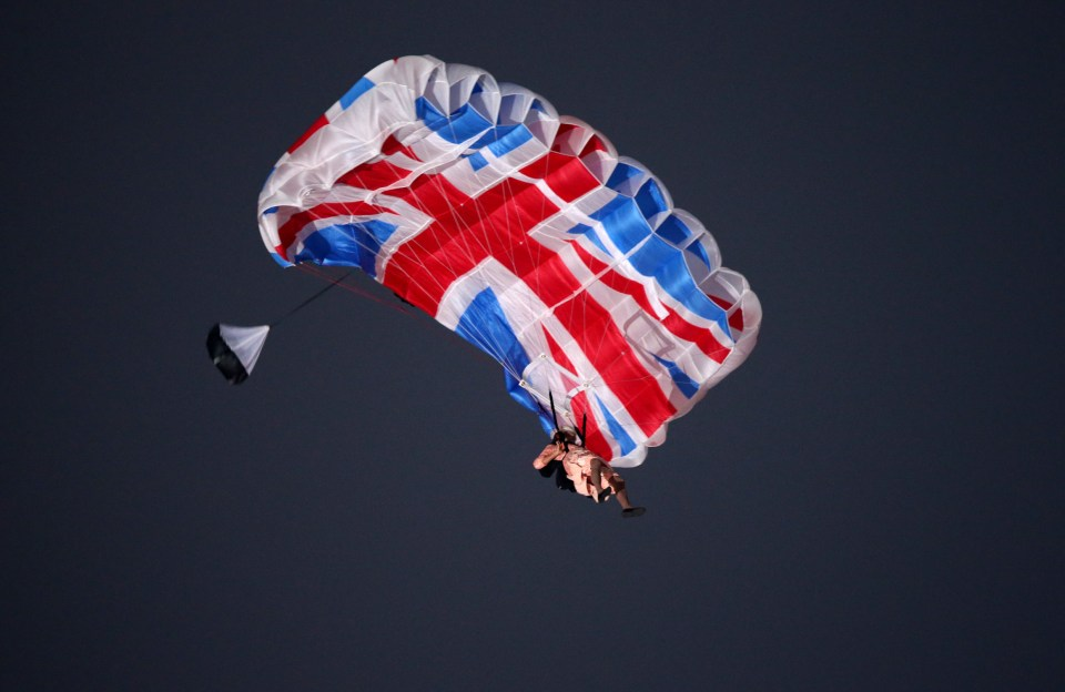 An actor dressed to resemble Britain's Queen Elizabeth II parachutes during the Opening Ceremony of the London 2012 Olympic Games, London, Britain, 27 July 2012. The 2012 Summer Olympic Games will be held in London from 27 July to 12 August 2012. Photo: Christian Charisius +++(c) dpa - Bildfunk+++ Reporters / DPA