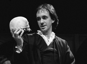 INTELLIGENT LIFE MAGAZINE JULY / AUGUST 2012 This Season HAMLET - Royal Court - 1980 Jonathan Pryce as Hamlet Director : Richard Eyre Designer : William Dudley Costumes: Sue Plummer Lighting: Gerry Jenkinson Credit: Laurence Burns / ArenaPAL 1980 black and white b&w YORICK WILLIAM THEATRE T001 SUE SCULL ROYAL_COURT RICHARD PRYCE PLUMMER LIGHTING: LB JONATHAN JENKINSON HAMLET GERRY EYRE DUDLEY DRAMA DIR: DES: COSTUMES: AS stage performance acting performing playing theatre black and white b&w