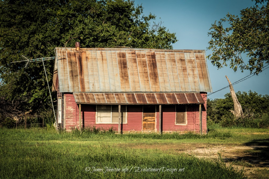 Abandoned-Pink-Farmhouse-on-HWY-677-3.jpg