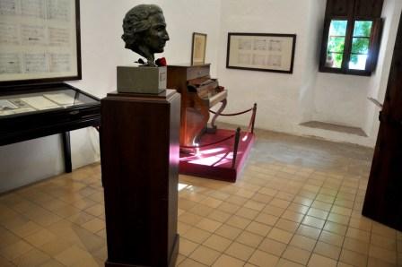 """Czekając na swój fortepian, Chopin komponował ze słuchu. W końcu dostał TO """"majorkańskie"""" pianino."""