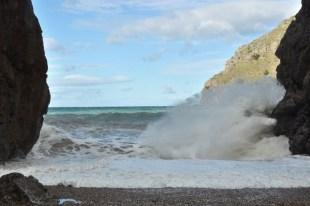 To taka moc, która powoduje, że stoisz przykuty do plaży i gapisz się pól dnia...