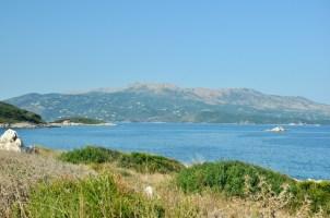 Ksamil i widok na Korfu.