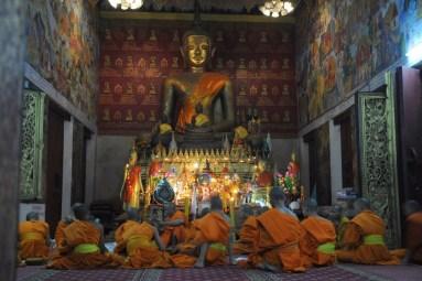 Wat Phra Mahathat (Wat That) - wieczorne dysputy mnichów.